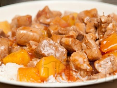 Ориз със свинско месо от бут, соев сос и ананас - снимка на рецептата